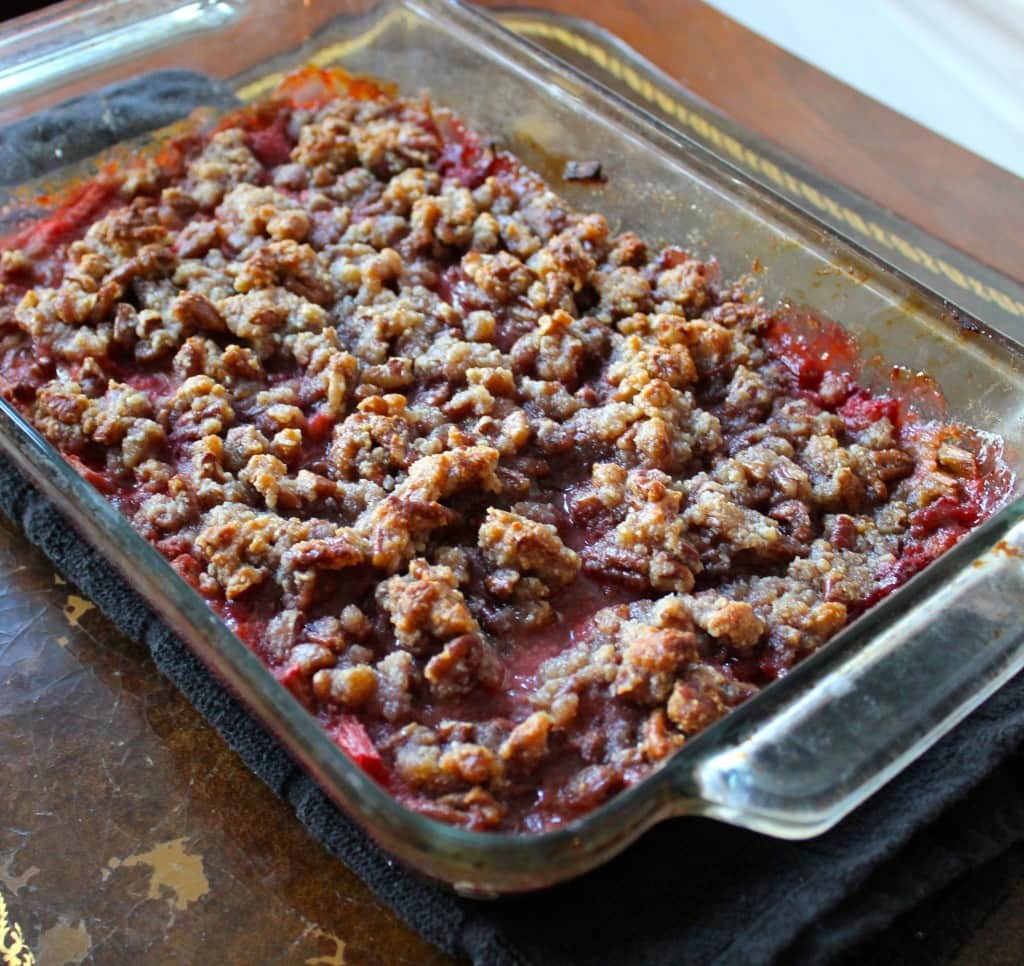 Paleo Strawberry Rhubarb Crumble - Smile Sandwich