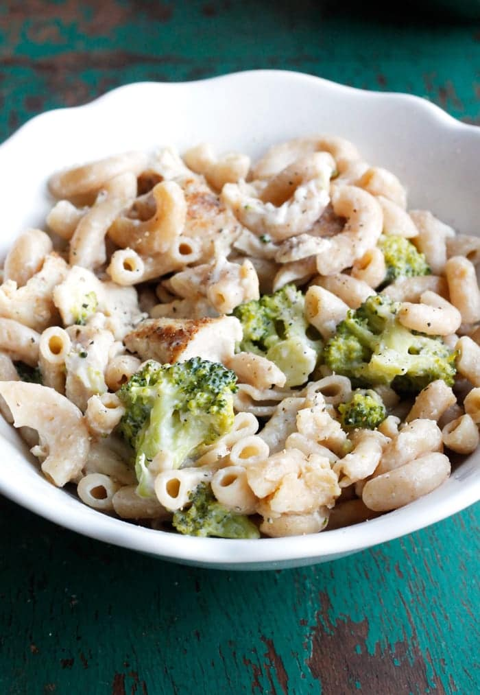 This Lightened Up Chicken and Broccoli Mac and Cheese is one of the ...